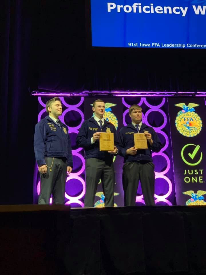 Hunter Holdgrafer receiving first place at the Iowa FFA Leadership Conference