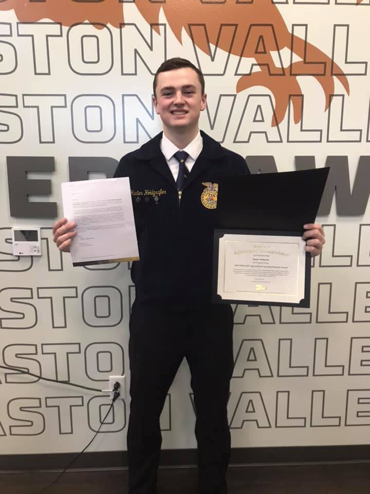 Hunter Holdgrafer at the Easton Valley FFA Banquet.